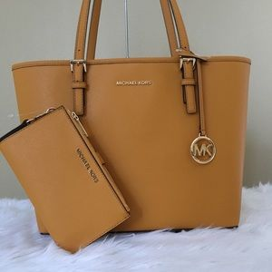 New Michael Kors medium carryall tote & wallet